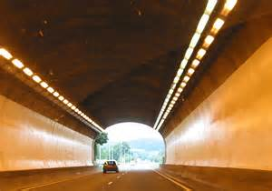 File:Passing through the Monmouth Tunnel - Geograph