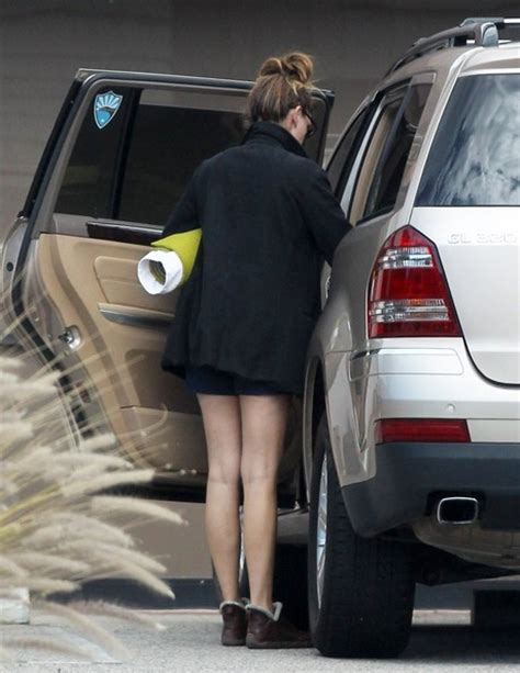 Julia Roberts Heads To The Gym In Her Mercedes GL